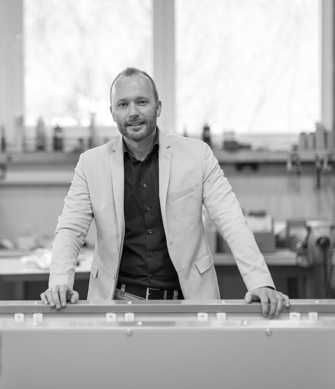 Klaus Schwanninger im Büro bei SP & Partner